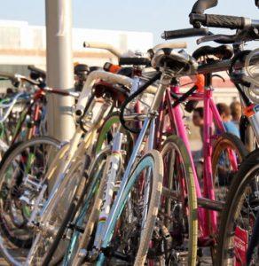 Parkiranje koles pred fakultetami